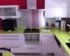 Cuisine blanche et verte réalisée par Ateliers Moinard, cuisiniste à Saint Philbert de Grand Lieu